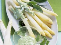Weißer Spargel mit grüner Soße
