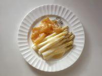 Weißer Spargel mit Sauce und Räucherlachs Rezept