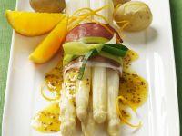 Weißer Spargel mit Schinken und Lauch und Orangen-Senf-Sauce