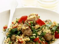 Weizen mit Paprika und Bratwürstchen Rezept