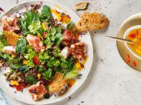 Wildkräutersalat mit Ziegenfrischkäsetalern von REWE Feine Welt Rezept