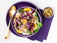 Wildreis-Bowl mit Feldsalat, Rotkohl und Nuss-Orangen-Dressing Rezept