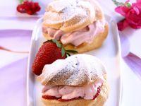 Windbeutel mit Erdbeersahne