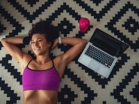 Wohnzimmer-Workout: Power-Übungen für den Bauch