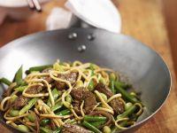Wok-Nudeln mit Bohnen und Rind Rezept
