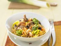 Wok-Pfanne mit Hähnchen, Pilzen und Porree Rezept