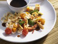 Wokgemüse mit Garnelen und Nudeln Rezept