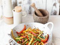 Wokgemüse mit Kartoffeln, Paprika und Frühlingszwiebeln Rezept