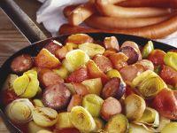 Würstchen-Lauch-Pfanne mit Kartoffeln Rezept