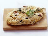 Würzige Focaccia mit Oliven und getrockneten Tomaten Rezept