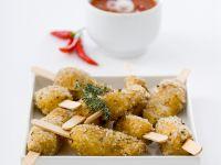 Würzige Kräuter-Salzkartoffeln mit Chilisoße Rezept