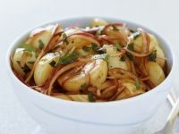 Würziger Kartoffelsalat mit roten Zwiebeln Rezept