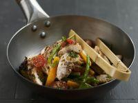 Würziges Hähnchen mit Gemüse aus dem Wok Rezept