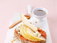 Wurst-Brot mit Käse und Birnen Rezept
