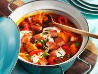 Wursteintopf mit Kartoffeln und Tomaten