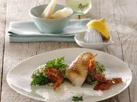 Zanderfilet mit krossen Speckchips auf Petersilienrisotto in weißer Petersiliensauce Rezept