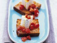 Ziegenkäse mit Tomaten auf Röstbrot Rezept