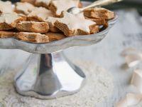 Zimt-Mandel-Sterne mit Zuckerglasur Rezept