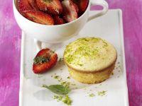 Zitronen-Biskuittörtchen mit Minz-Erdbeeren Rezept