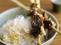 Zitronengras-Hähnchen-Spieße mit Reisnudeln Rezept