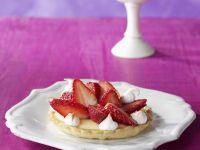 Zitronenpudding-Törtchen mit Erdbeeren Rezept
