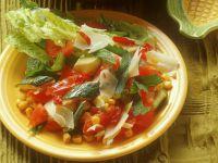 Zucchini-Gemüse mit Salat