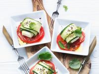 Zucchini-Käseröllchen mit Tomaten Rezept
