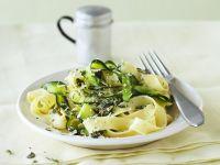 Zucchini-Pasta mit Limette Rezept