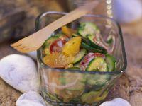 Zucchini-Salami-Salat mit Orangen Rezept