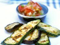 Zucchini und Auberginen vom Grill mit Paprikasalat Rezept