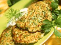 Zucchinipuffer mit Joghurtsauce Rezept