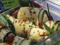 Zucchinirouladen mit Tomate und Mozzarella Rezept