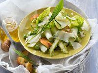 Zucchinisalat mit Erbsen und grünem Spargel
