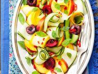 Zucchinisalat mit Sommerfrüchten