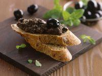 Zwiebelbaguette mit Olivenaufstrich Rezept