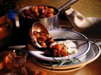 Zwiebelfleisch mit Schafskäse Rezept