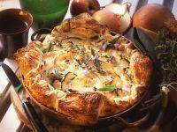 Zwiebelkuchen mit Äpfeln und Kräutern Rezept
