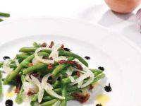 Zwiebelsalat mit grünen Bohnen Rezept