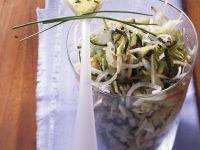 Zwiebelsalat mit Kräutermayo