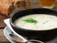Zwiebelsuppe mit Dill Rezept