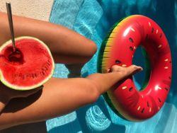 Fitmelonie Pool und Wassermelone