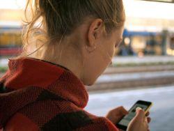 Handynacken Smartphone-Userin