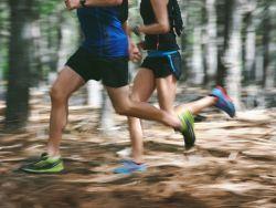 Zwei Jogger unterwegs - Ob sie Muskelkater bekommen?