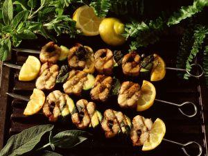 Aal-Zucchinispieße vom Grill Rezept