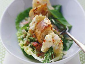 Anglerfisch-Spieß mit Rosmarin, dazu Salat Rezept