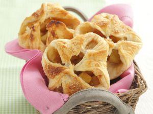 Apfel-Bananen-Taschen aus Blätterteig Rezept