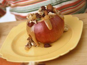 Apfel mit Nuss-Karamell-Füllung Rezept
