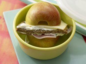 Apfel-Schinken-Burger mit Käse Rezept