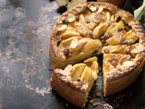 Apfelkuchen mit Rosinen Rezept