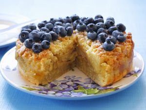 Apfelkuchen mit Streuseln und Blaubeeren Rezept